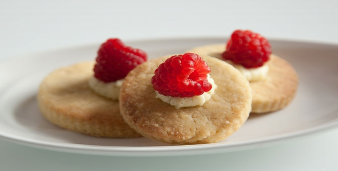 Sweet biscuits with mascarpone cheese and raspberries | Smeg CZ